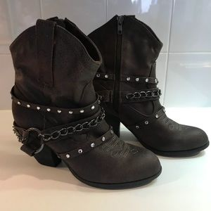 Shoes - Ladies Cowboy Style Booties Size 8